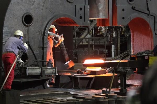 industrielles-15A97E60B2-8D19-38FD-3DDF-9E4A16D16A44.jpg
